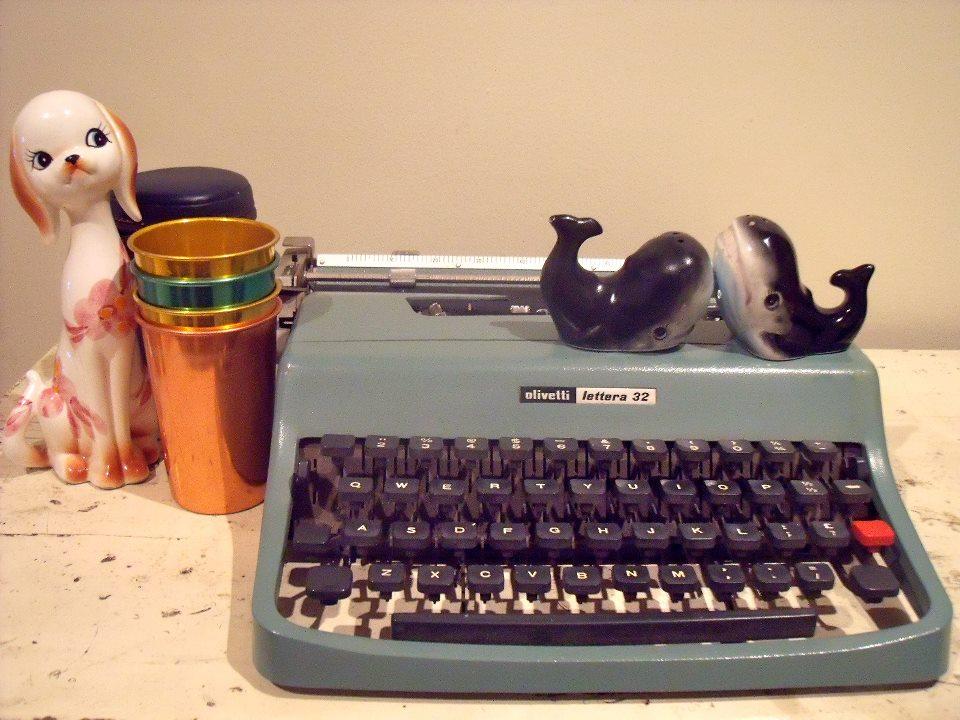 typewriter vintage 1